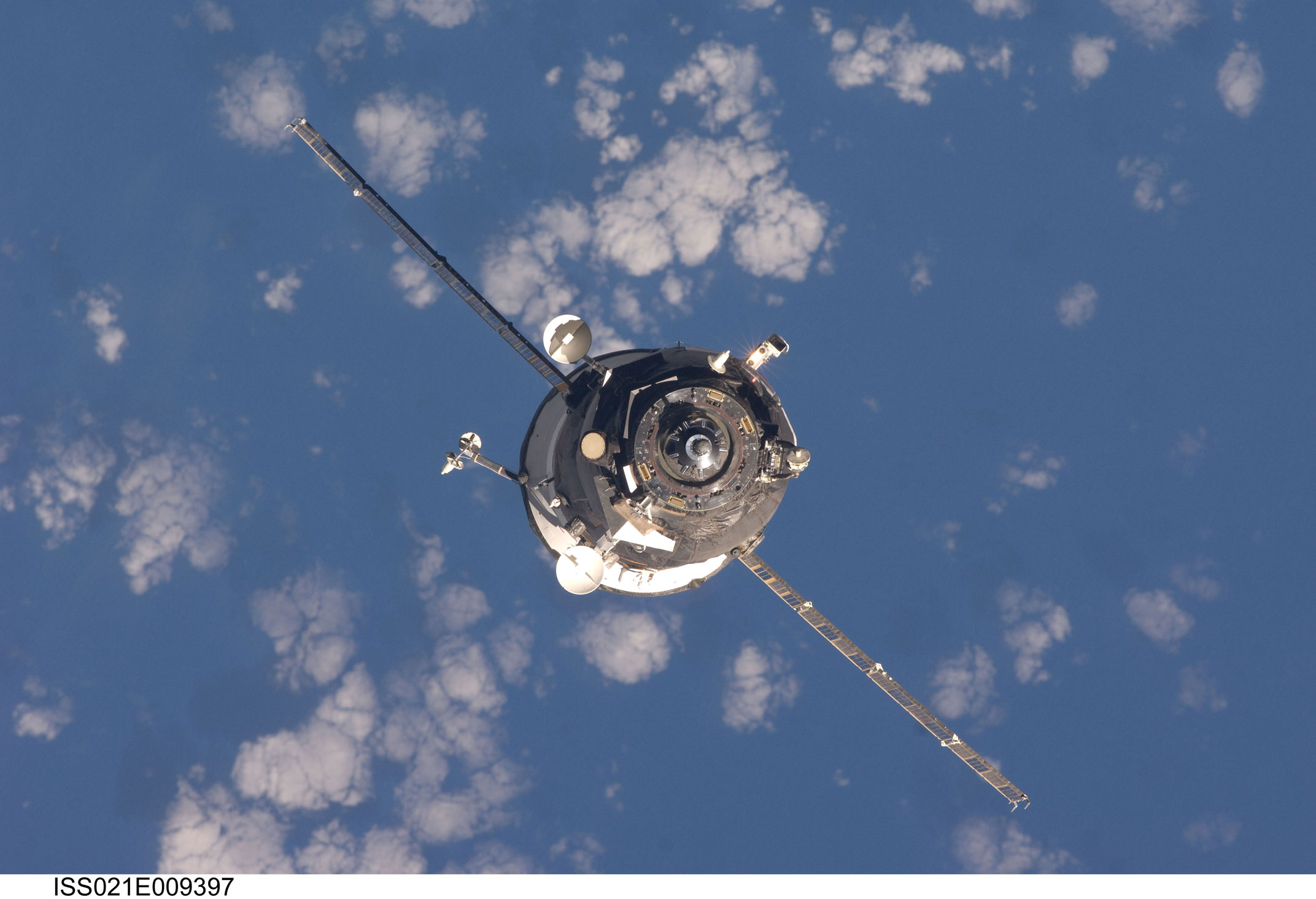 An_unpiloted_Progress_spacecraft_approaches_the_ISS_for_docking