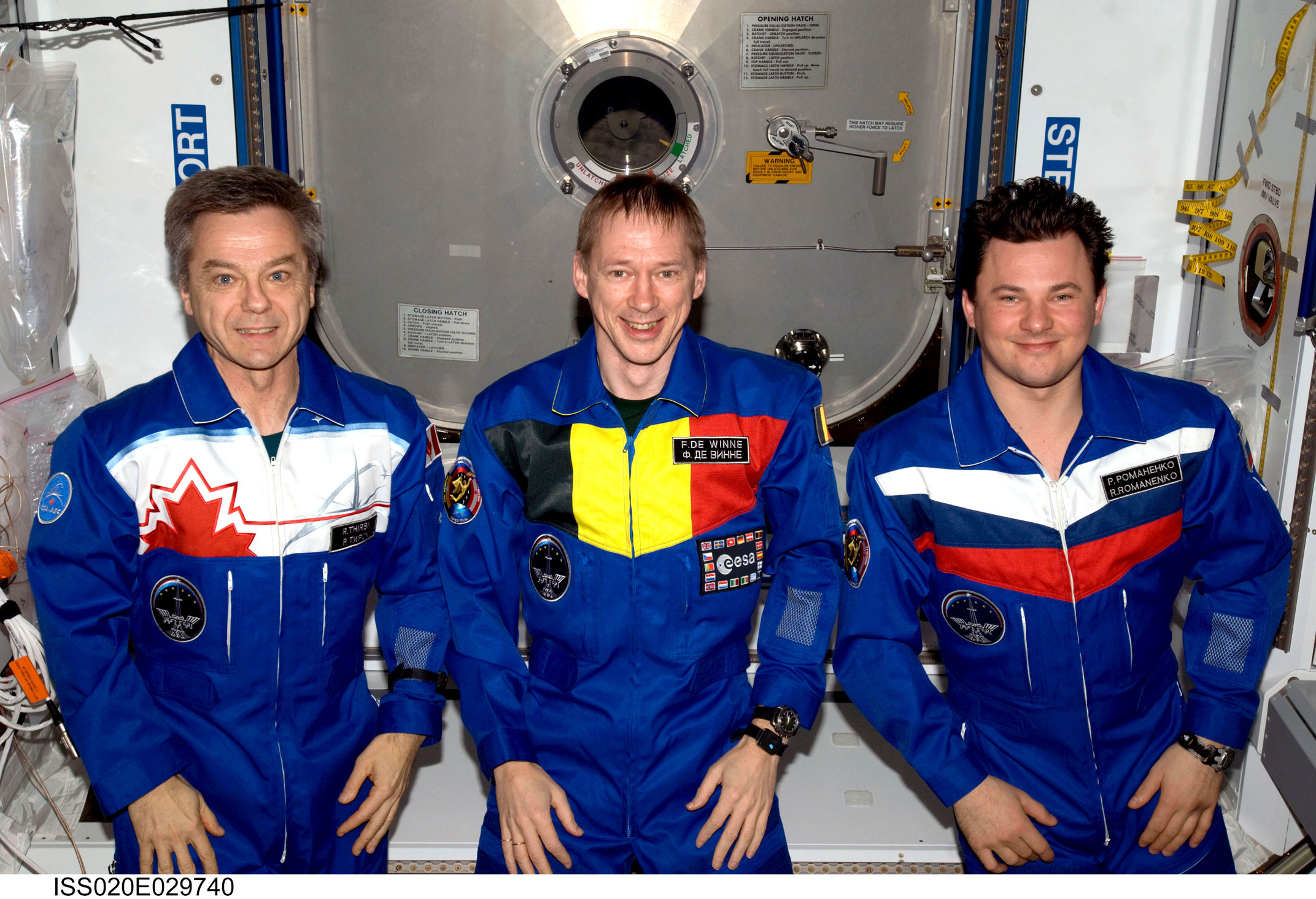 Soyuz_TMA-15_crew_portrait_on_the_International_Space_Station