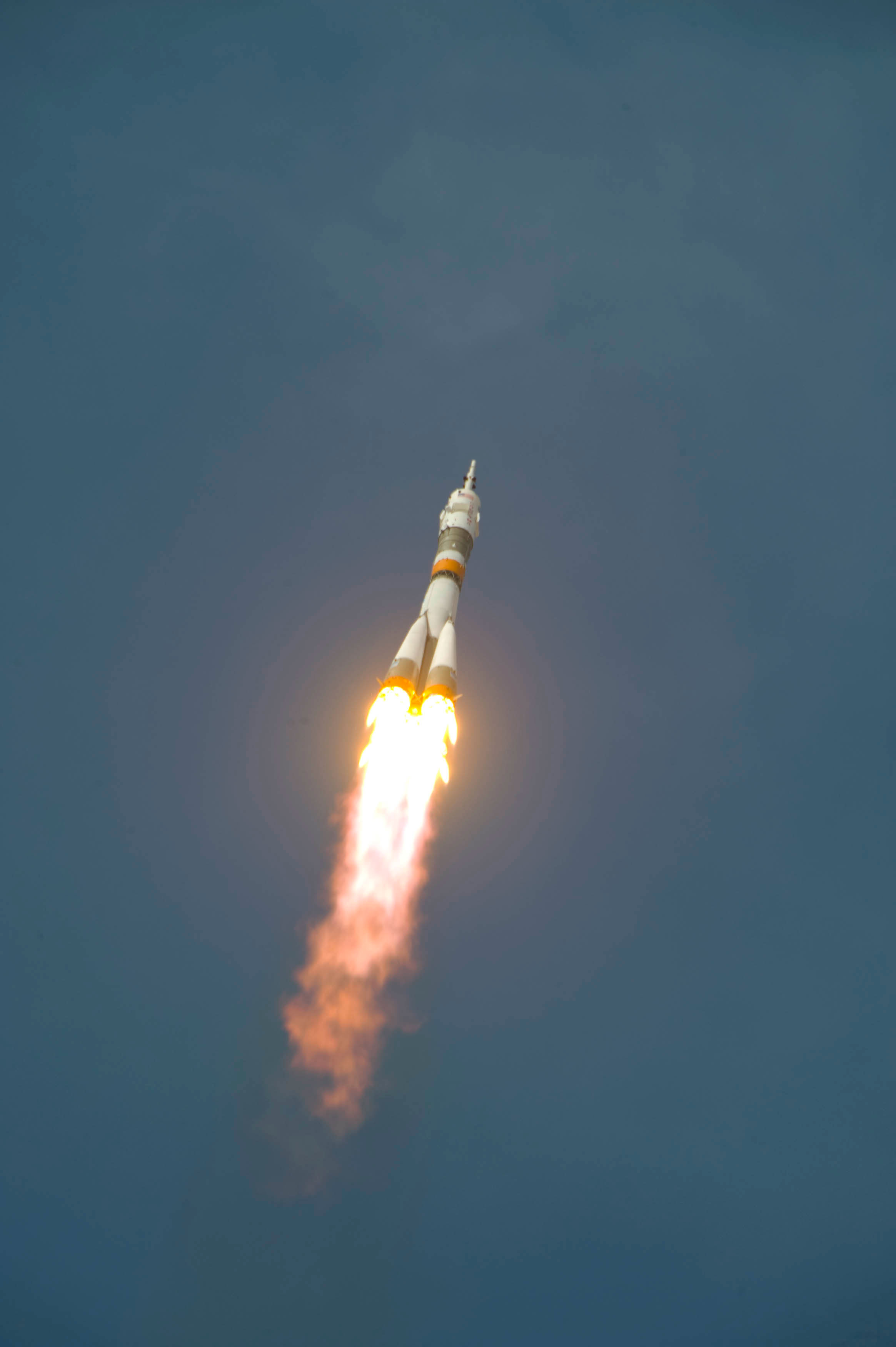 The_Soyuz_TMA-15_launches_from_the_Baikonur_Cosmodrome_in_Kazakhstan_at_12_34_CEST_on_27_May_2009